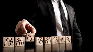 Antes de contratar a un vendedor la empresa tiene que tener bien claros los criterios sobre porqué debe contratar un perfil profesional y no otro.